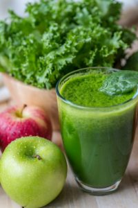 Kratom and veggie smoothies - lettuce and apples